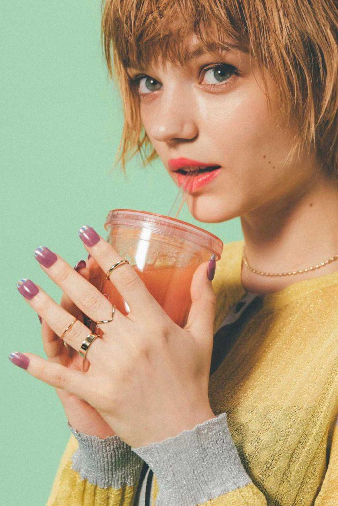GoldyのFavorite Ringをつけている女性